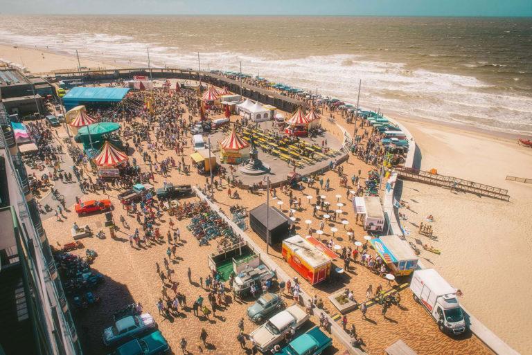 RetroSurMer-Wenduine-Festival-Retro-Fifties-Seaside-Panorama-1-LawrenceSchoonbroodt-2018